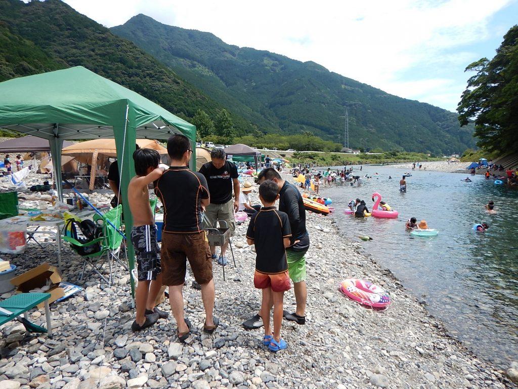 三重県の銚子川でバーベキュー&水遊び